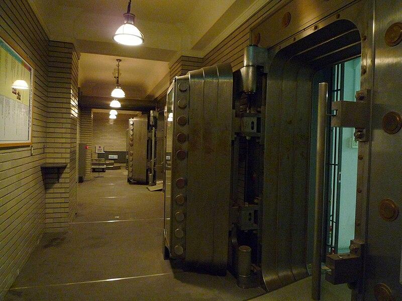 File karakoro art studio underground wikimedia for Underground gun vault