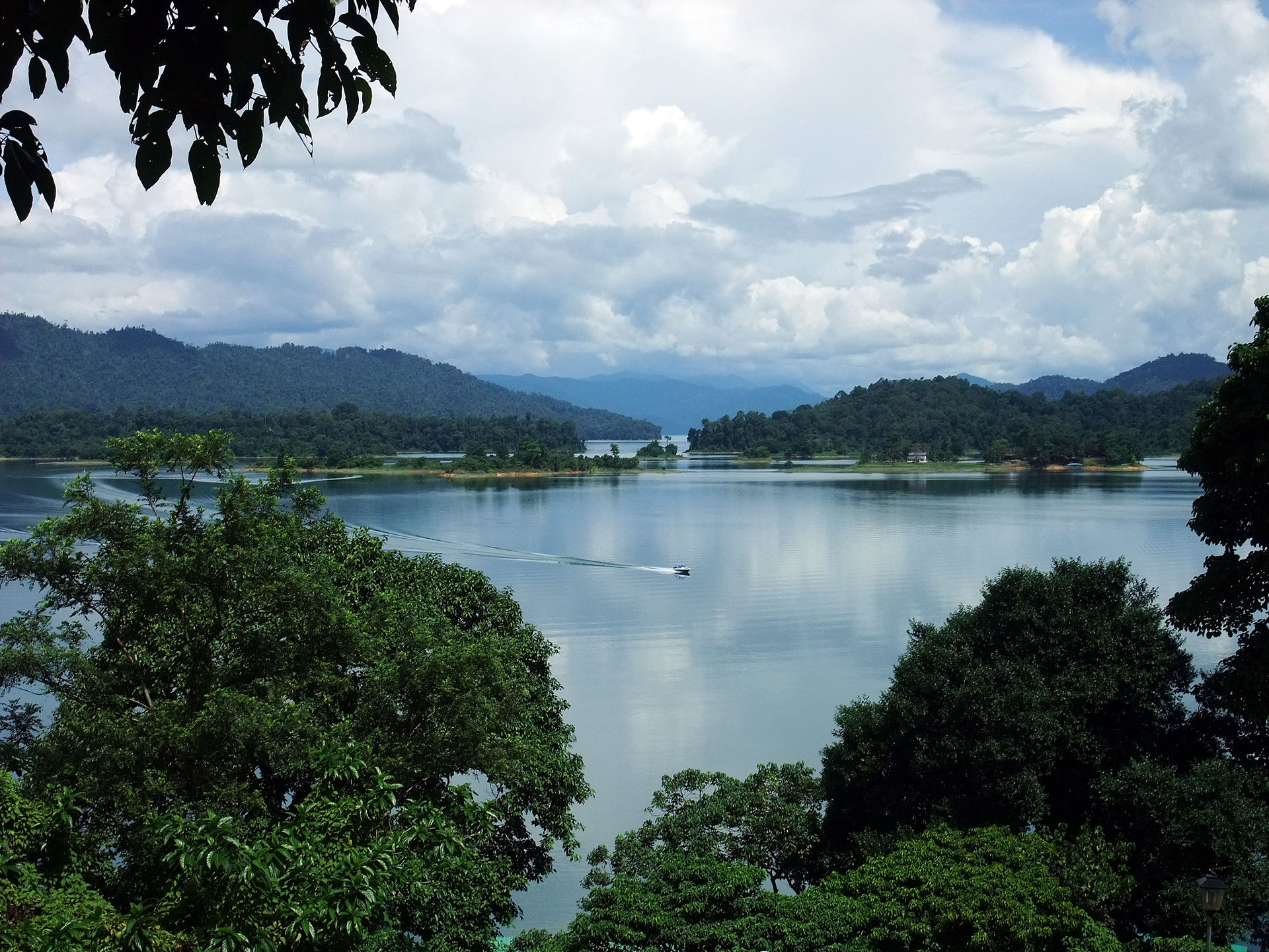 kenyir lake wikipedia
