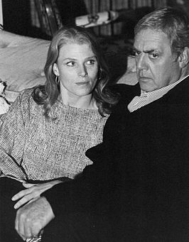 Mariette Hartley met Raymond Burr (1977)