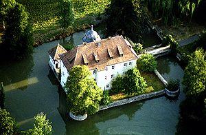 Sulzfeld, Rhön-Grabfeld - The small water castle Kleinbardorf from a balloon