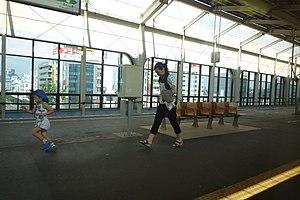 Kōriyama Station (Fukushima) - The Tohoku Shinkansen platform, July 2009