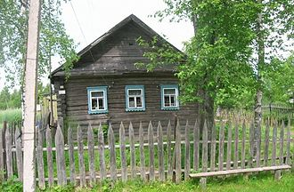 Boksitogorsky District - A wooden house in the village of Kosye Kharchevni