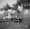 "Kovač, Krmci, z ženo ""samira"" kolo na kavaleti za vrtat luknje 1950.jpg"