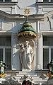 Kreuzherrenhof Statue ueber Eingang DSC 8905w.jpg