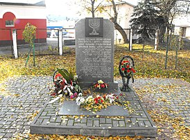 Kuibyshev street (ul Dluga) - Holocaust memorial 1b.jpg