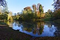 L'étang en automne au parc Tournai Solvay (22551446899) .jpg