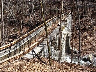La Fare-en-Champsaur - The Pont-du-Fossé canal in the woods above La Fare