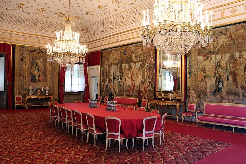File:La petraia, sala da pranzo o sala rossa, view 02.JPG