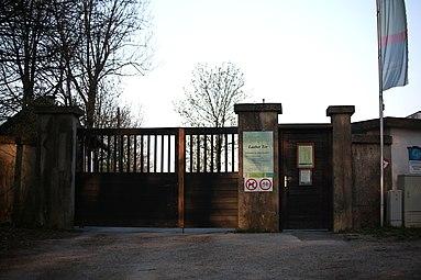 Lainzer Tiergarten März 2014 Laaber Tor 2.jpg