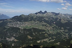 Leysin, Tour d'Aï, Tour de Mayen and Tour de Famelon (44042467424).jpg