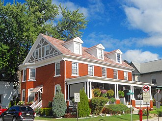 Tyrone Borough Historic District - Image: Lincoln at 10th Tyrone PA