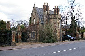 Histon Road Cemetery, Cambridge - Lodge and entrance at Histon Road cemetery.