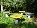 Loitz Gülzow-Park Tische.JPG
