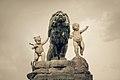Los gorditos y el león (8132736960).jpg