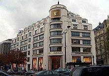 a5deb2db5 Tienda de Louis Vuitton situada en los famosos Champs-Elysées.