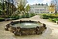 Lubartów, Pałac Sanguszków, fontanna.jpg