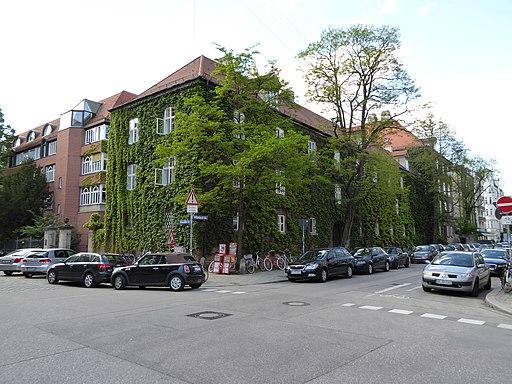 München — Wilhelmstraße und Ainmillerstraße (Eckhaus)