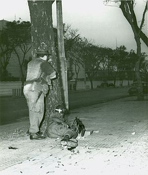 Embassy of the United States, Saigon - MPs in firing positions on Thong Nhut Boulevard in early morning, 1968