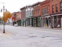 Main Street, Old US 131 door de stad