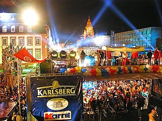 Mainz carnival - Rosenmondnacht 2004, view from the Schillerplatz with carnival fountain, down the Ludwigsstraße to Mainz Cathedral