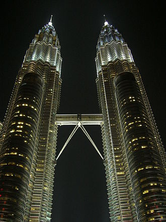 Entrapment (film) - The Petronas Twin Towers, where the final heist takes place