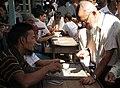 Mandalay-Jademarkt-38-Kaeufer-gje.jpg