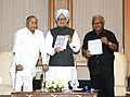 "Manmohan Singh releasing the book ""Science in India (2004-13) Decade of Achievements and Rising Aspirations"", compiled by 'Scientific Advisory Council to the PM'.jpg"
