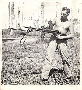 Type 99 light machine gun - U.S Marine posing with a captured Type 99 with bayonet