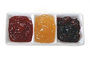 Verschiedene Sorten Marmelade, von links: Erdb...
