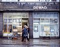 Merseburg, Lebensmittelgeschäft und DEWAG-Filiale -- 1980.jpg