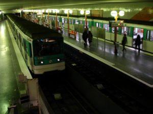 Bobigny – Pablo Picasso (Paris Métro) - Image: Metro Paris Ligne 5 station Bobigny Pablo Picasso 01
