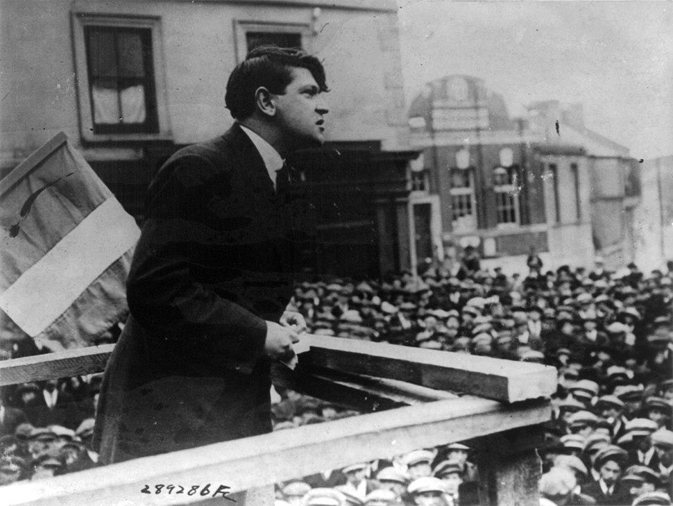 Michael Collins addressing crowd in Cork cph.3b15295
