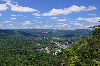 Middlesboro crater - Image: Middlesboro, Kentucky; viewed from the Pinnacle Overlook in April, 2013
