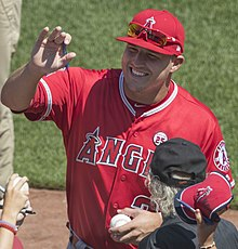 Mike Trout 2017 (cropped).jpg