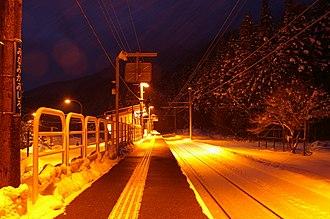 Minami-Kamishiro Station - Minami-Kamishiro platform, January 2007