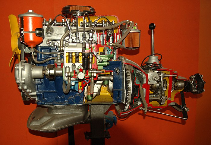 Diesel engine, friction clutch and gear transmission of an automobile. Model Engine Luc Viatour.jpg