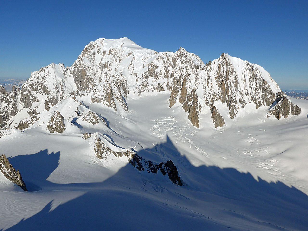 Mont Blanc (Monte Bianco) di Lembah Aosta, titik tertinggi di Uni Eropa