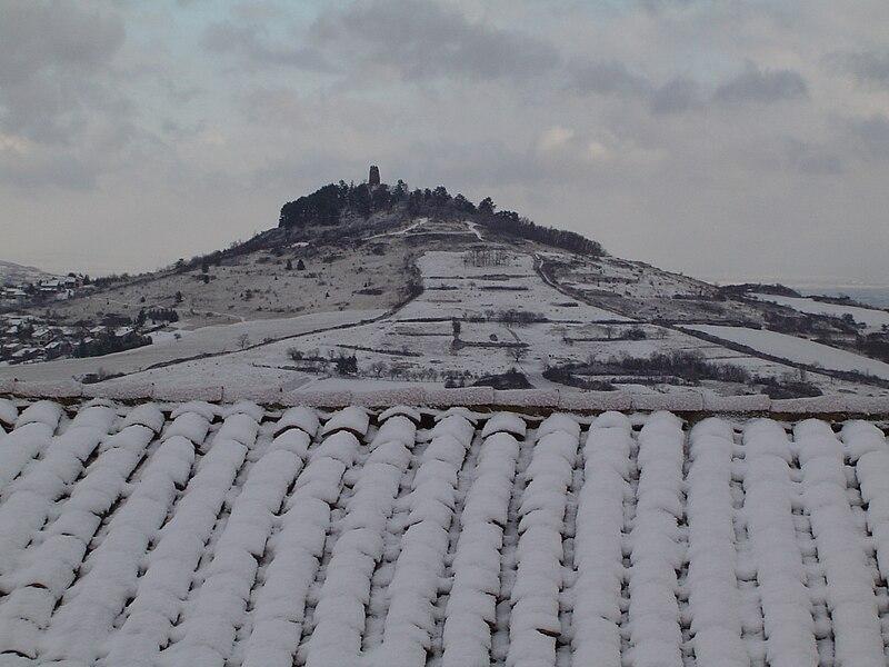 Montrognon l'hiver, vu depuis Saulzet-le-Chaud.