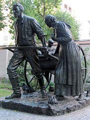 Mormon Pioneer handcart statue