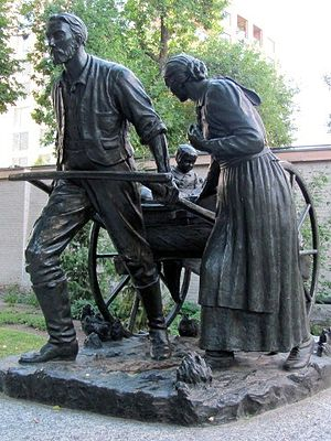 Mormon handcart pioneers - The Handcart Pioneer Monument, by Torleif S. Knaphus, located on Temple Square in Salt Lake City, Utah