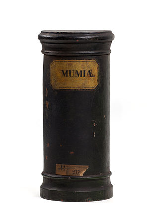 "Mummia - Wooden apothecary vessel with inscription ""MUMIÆ"", Hamburg Museum"