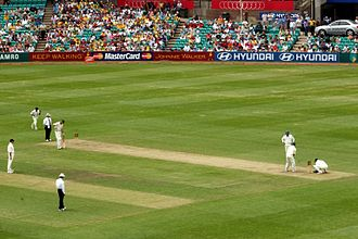 Muttiah Muralitharan - Muttiah Muralitharan bowling in SCG for ICC World XI