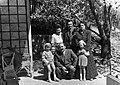 Nagy Imre később miniszterelnök feleségével és annak rokonaival, az egykori miniszterelnök Wekerle Sándor családjával. Fortepan 74223.jpg