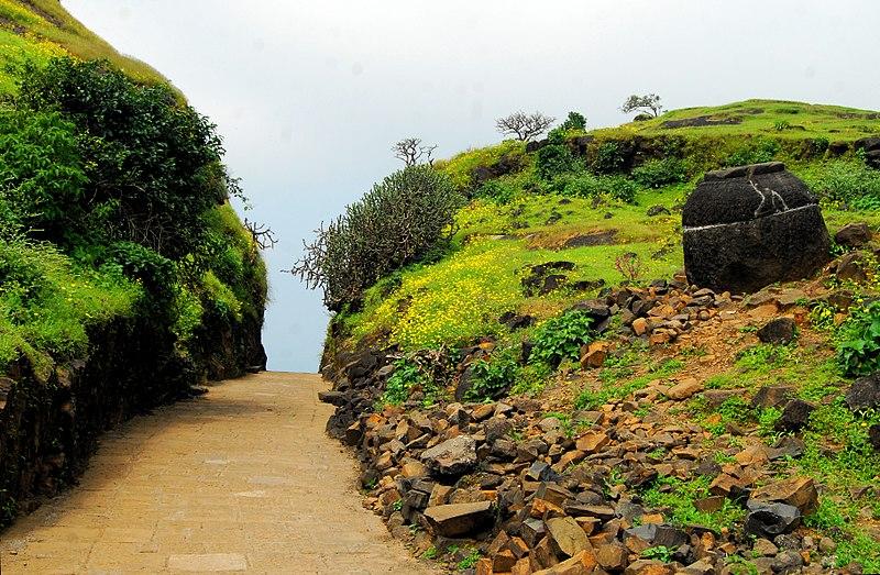 File:Naneghat Pass Entrance (Pratik Butte Patil).jpg