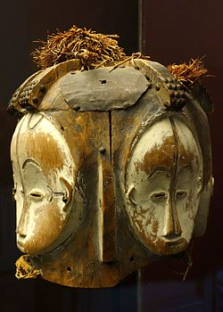 Ngontang helmet mask with four faces - Fang people, Gazbon - Royal Museum for Central Africa - DSC06615.JPG