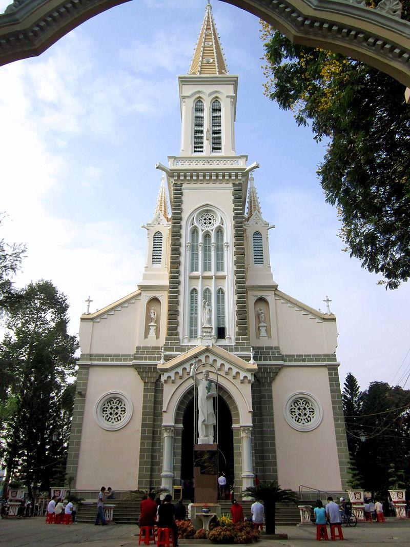 Nhà thờ huyện Sỹ ở HCM.jpg