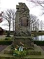 Nindorf - Kriegerdenkmal am Dorfteich (Nindorf - war memorial) - geo.hlipp.de - 31270.jpg