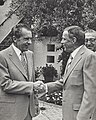 Nixon and Sinatra shake hands (1972).jpg