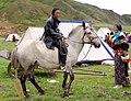 Nomade tibétain et son cheval à Gansu, Chine.jpg