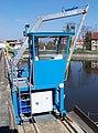 Nymburk, vodní elektrárna, pojízdný stroj na čištění česlí (01).jpg